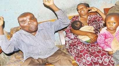 صور أبشع رجل بالعالم يُرزق بطفله