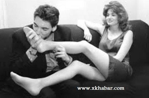 سخافة المغرّدين تصل لحدّ السؤال عن تقبيل أقدام الزوجة