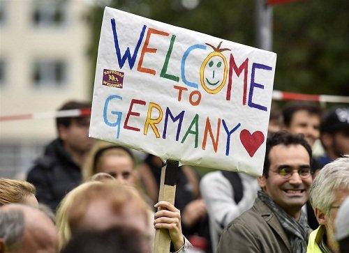 المانيا انقذت 10 الاف لاجئ خلال العام 2015