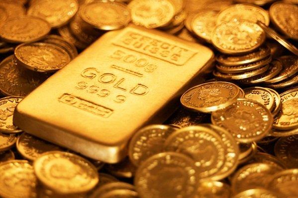 الذهب يرتفع مع خسارة الأسهم والدولار