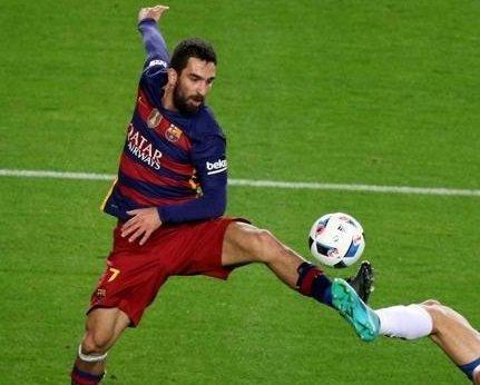 اللاعب التركي توران لا يصدّق انه يلعب مع برشلونة