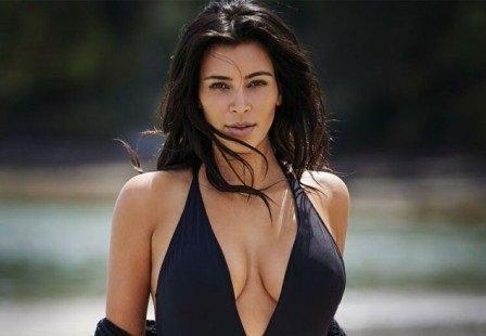 كيم كارداشيان بملابس البحر تثير جمهورها