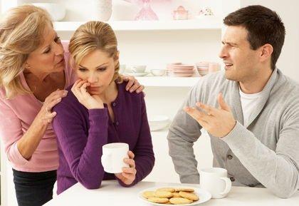 نصائح للتعامل مع حماتك كي لا تخسر زوجتك