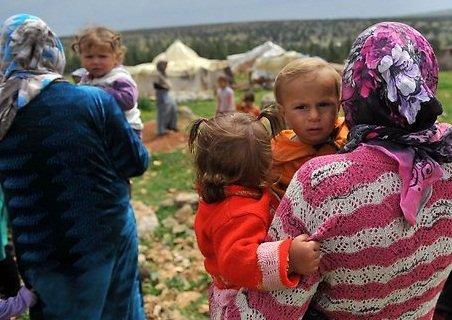 الجوع يُجبر السوريين على أكل الاعشاب