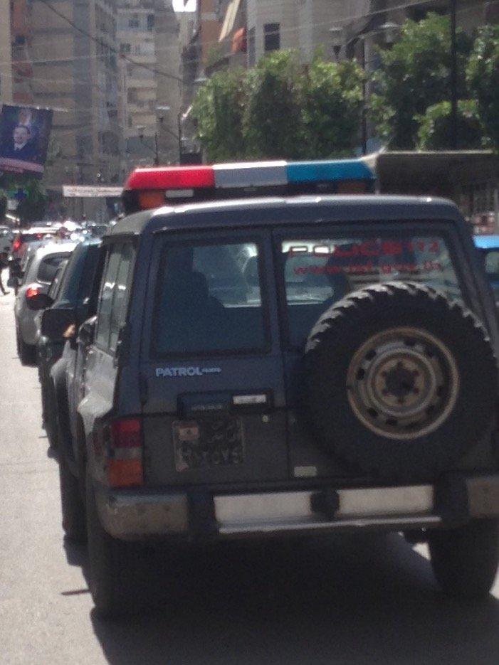 بالصور ظهور مسلح في طريق الجديدة وإخلاء المدارس