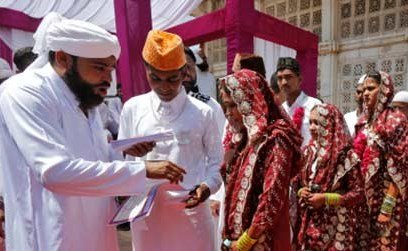 الهند توزّع 10 آلاف عصا خشبية على النساء لضرب أزواجهنّ