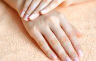 وصفات طبيعية لتنعيم وتبييض اليدين