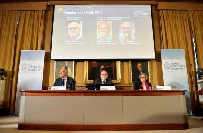 من هم الامريكيين الثلاثة الذين فازوا بجائزة نوبل للفيزياء