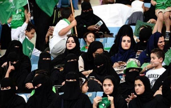 فتح الملاعب أمام السعوديات للتشجيع
