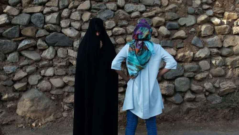 مصرية تجمع بين 3 أزواج في وقت واحد بحياة مثيرة