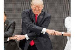 صور دونالد ترامب بموقف مضحك خلال قمة آسيان
