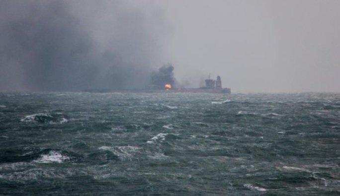 ناقلة نفط إيرانية مشتعلة تصل اليابان