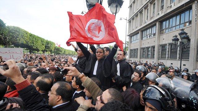 اعتقال العشرات في تونس رغم تراجع المظاهرات