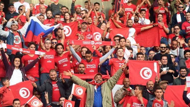 روسيات يتهافتن على مشجعي تونس ويطلبن الزواج منهم