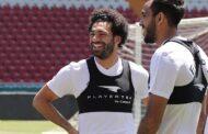محمد صلاح يواصل تمريناته الخاصة ويتحضر لمشاهدة مباراة الافتتاح