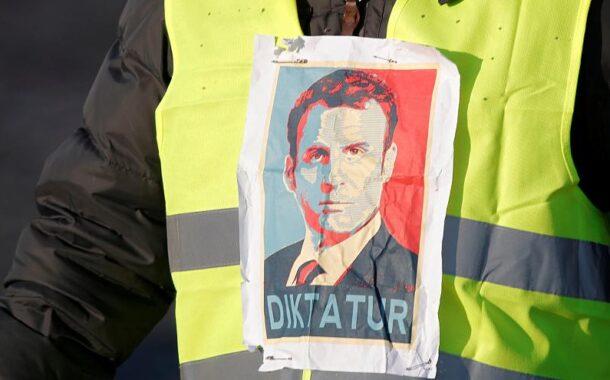 الديكتاتور الفرنسي يسحق شعبه الاصفر