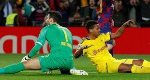 ميسي يحتفل بمباراته ال700 مع برشلونة