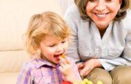 خاص- نصائح غذائية صحية للأطفال الصغار من عمر سنة وحتى 3 سنوات